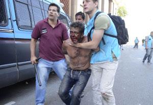 Die Gewerkschaftsbürokraten der CGT kritisieren die Gewalt - der Demonstranten am 18.12.2017 in Buenos Aires...