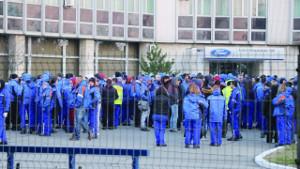 BandArbeiterInnen streiken bei Ford Craoiva am 22.12.20177