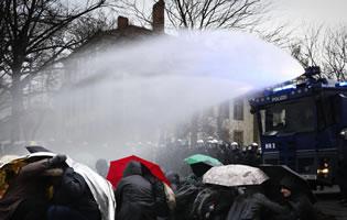 Wasserwerfen (bei 0 Grad) und Polizeigewalt bei Protesten gegen den AfD Bundesparteitag am 02. Dezember 2017 in Hannover