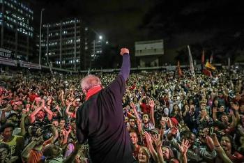 Kundgebung gegen Lulas Haftantritt vor dem gewerkschaftshaus in Sao Bernardo am 6.4.2018