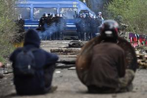 Frankreich: Selbstverwaltete Zone auf der Ex-Flughaufenbaustelle in NDDL (Notre-Dame-des-Landes) brutal geräumt