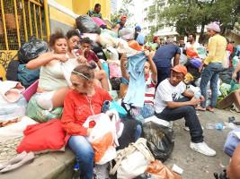 Hunderte von Menschen seit Tagen auf der straße nach dem Einsturz eines besetzten Hochhauses in Sao Paulo am 1.5.2018