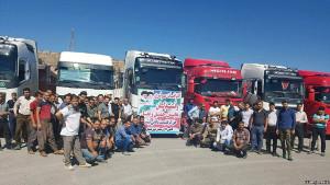 Streikende iranische Trucker bei Isfahan am 1.6.2018