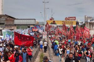 Über die Brücke von Buenos Aires - Generalstreikdemo am 25.9.2018