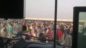 Azmeel-Beschäftigte protestieren am 3.20.18 gegen Lohnrückstände - hier vor dem folgenden mörderischen Polizeieinsatz der Saudis