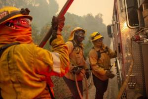 Kalifornien brennt, wie noch nie: Dagegen kämpfen 10.000 Feuerwehrleute, darunter 1.500 Gefängnisinsassen – und die Selbstorganisation der Betroffenen