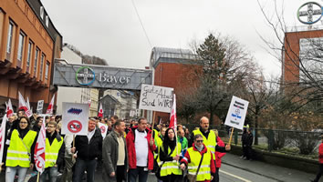 Demonstration am 3.12.2018  in Wuppertal gegen Stellenabbau bei Bayer - Foto von BaSo