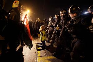 Gewalt gegen Protestierende und Oppositionspolitiker bei Protesten in Ungarn im Dezember 2018