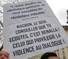 """Foto von Bernard Schmid: """"Wenn man die friedlichen Revolutionen unterdrückt, macht man gewaltsame revolutionen unvermeidlich ( JFK )"""". Na ja... (Demo in Paris am 5.1.19)"""