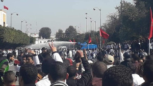 """Lehrerdemonstration in Marokko am 18.2.2019 - der Polizeiüberfalll und das """"vornehme"""" Schweigen der Gewerkschaften stehen in der Debatte..."""