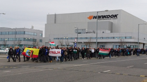 Der Streik bei Ungarns grösstem Reifenhersteller geht auch über eine Woche nach dem streikbeginn am 12.3.2019 weiter