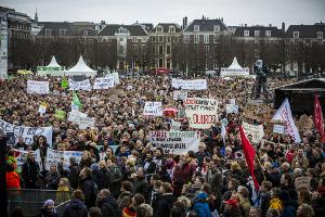 Die große Lehrerdemonstration in Den Haag am 15.3.2019 war ein Höhepunkt der ungewohnten aktuellen streikwelle in den Niederlanden
