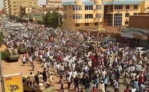 Die Hauptstadt des Sudan am 6.4.2019: Zehntausende auf dem Weg, das Hauptquartier der Armee zu belagern