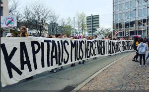 Das Transparent, das bei der Klimademo das Schweizer Bürgertum in Panik versetzte...