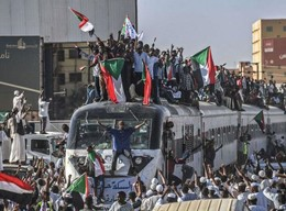 Zur Ikone der Bewegung im Sudan geworden: Der Zug aus Atbara bringt Demostranten nach Khartum