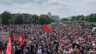 Die Demonstration am 18.5.2019 in Wien wurde zur Freudenkundgebung, als die Meldung vom Rücktritt des faschistischen Innenministers kam - und führte sofort zur Forderung nach Rücktritt der gesamten rechtsregierung