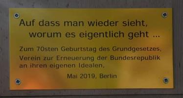 """Aktion am Bundestag vom """"Verein zur Erneuerung der Bundesrepublik an ihren eigenen Idealen"""""""