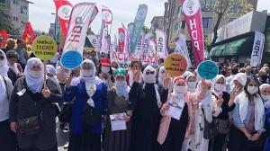 Massive Präsenz kurdischer Frauen bei der Gewerkschaftsdemonstration in Istanbul am 1. Mai 2019