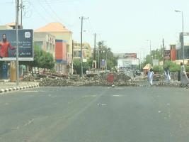 Eine von vielen Barrikaden im Sudan - hier im Norden von Khartum am 5.6.2019