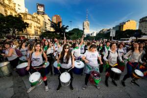 Demonstration für Abtreibungs-Legalisierung iin Buenos Aires mit 500.000 Frauen gegen den Senat, der das Gesetz torpedierte