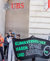Aktion von Collective Climate Justice in der Schweiz: 'Fossil Banks, too big to stay'