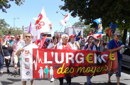 Foto von Bernd Landsiedel vom 2.7.2019 in Paris: Notstand der Mittel. CGT, FO, Interurgence, Sud