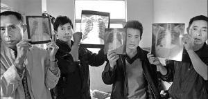 Die Aktivisten des Netzwerkes silkosekranker chinesischer Bauarbeiter aus Hunan