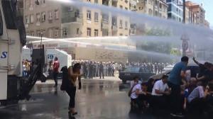 20.8.2019 Diyarbakir: Polizei versucht erfolglos Proteste gegen die Absetzung der jurdischen Bürgermeister zu verhindern