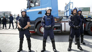 Ab dem 12.8.2019 hat die portugiesische sozialdemokratische Regierung Polizeirecht statt Streikrecht eingeführt: Gegen die LKW Fahrer und ihre Forderung nach 900 Euro Mindestlohn