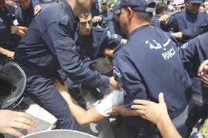Seit August 2019 ein gewohntes Bild: Festnahmen vor einer Demonstration in Algier - das Regime versucht, in die Offensive zu kommen