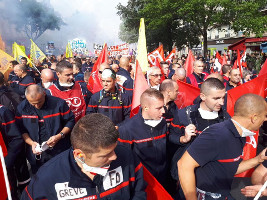 Seit Monaten in lokalen Streiks, jetzt erstmals auf einer landesweiten Demonstration: Feuerwehrleute in Frankreich am 15.10.2019