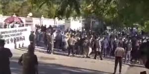 Chinesische Metallarbeiter in Tadschikistan protestieren für das Recht auf Heimreise im Mai 2020