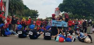 Einer der zahlreichen Proteste gegen das Omnibus-Gesetz in ganz Indonesien vom 14. bis 16.8.2020