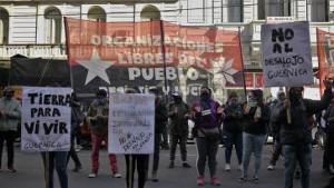 Solidemo in Buenos Aires mit der Landbesetzung in Guernica