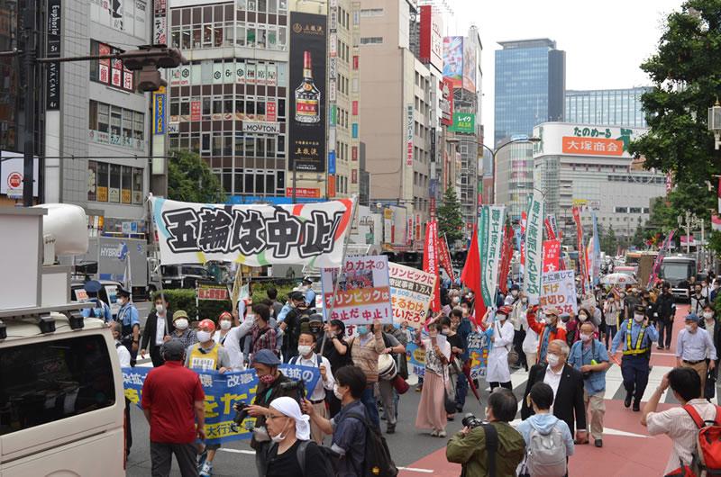 2021年6月6日に東京でオリンピックに反対する集会:市内でのデモ