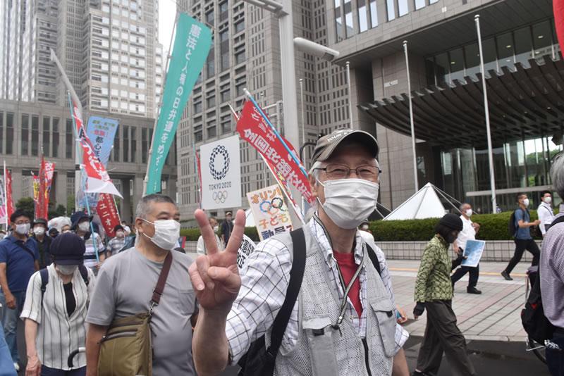 2021年6月6日に東京でオリンピックに反対する集会:デモでドロチバの真鍋信夫(タイガーマン)
