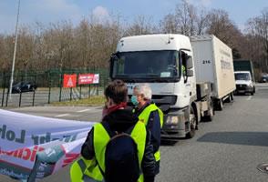 Warnstreiks im Sicherheitsgewerbe blockieren am 24.3.21 in Bremen die Just-in-Time-Anlieferung bei Daimler