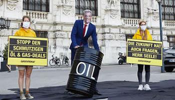 Greenpeace Austria: Protest gegen den Ölkonzern OMV
